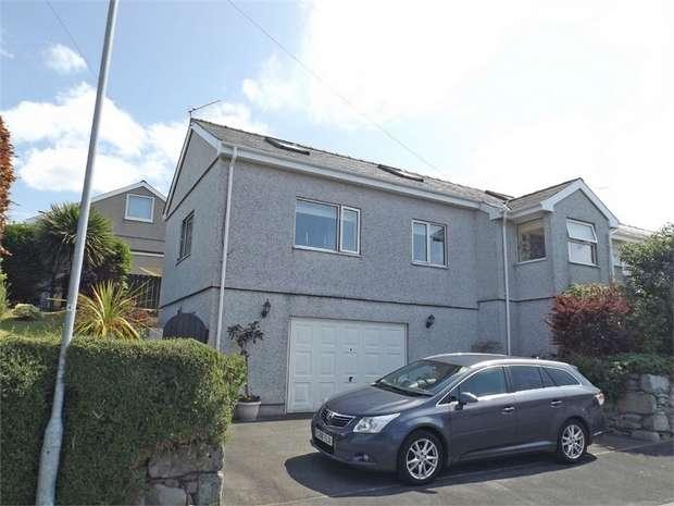 3 Bedrooms Semi Detached Bungalow for sale in Bro Enddwyn, Dyffryn Ardudwy, Gwynedd