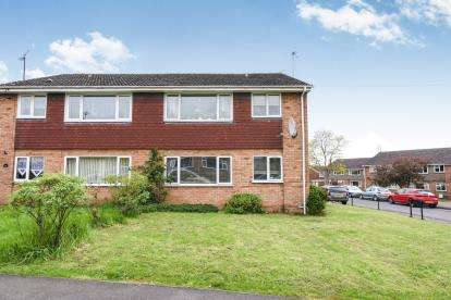 2 Bedrooms Maisonette Flat for sale in Harvey Road, Evesham, Worcestershire