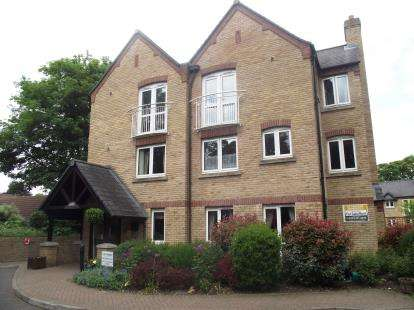 2 Bedrooms Flat for sale in Risbygate Street, Bury St. Edmunds, Suffolk