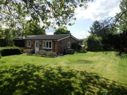 2 Bedrooms Bungalow for sale in Pickmere Lane, Pickmere, Knutsford, Cheshire