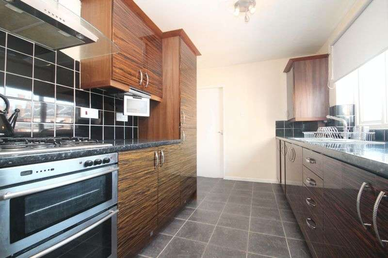 3 Bedrooms Flat for sale in Second Avenue, Newcastle Upon Tyne