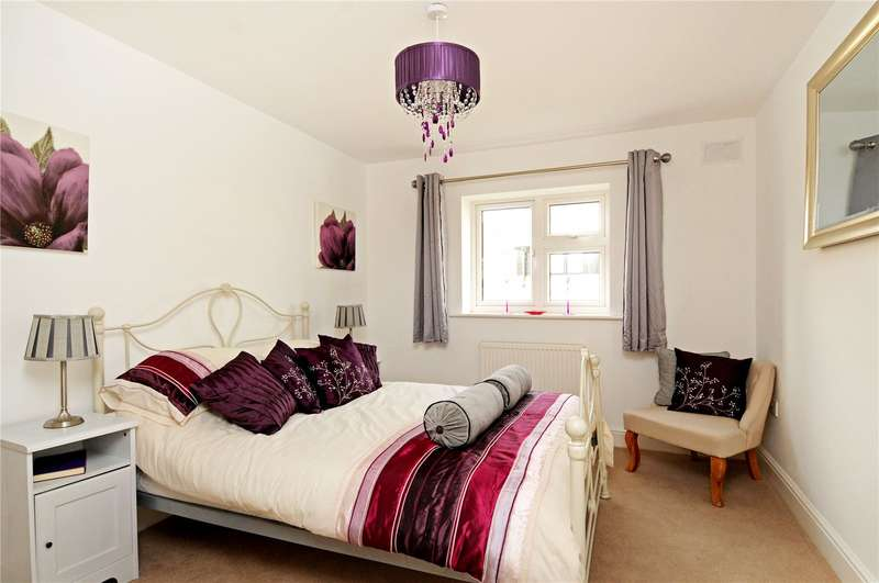 3 Bedrooms Terraced House for sale in Russell Road, Shepperton, Surrey, TW17