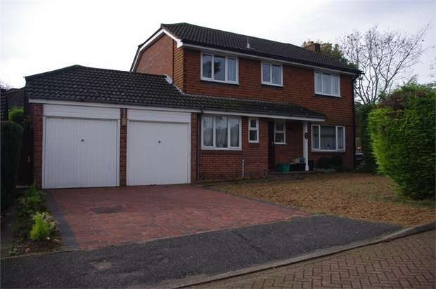4 Bedrooms Detached House for sale in Harlands Grove, FARNBOROUGH, Kent