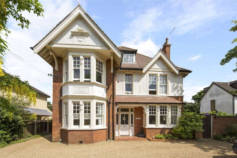 3 Bedrooms Flat for sale in Benedicts, Devonshire Road, Weybridge, Surrey, KT13