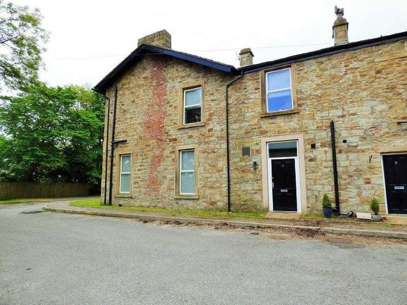 3 Bedrooms Semi Detached House for sale in Yeoman Fold, Burnley