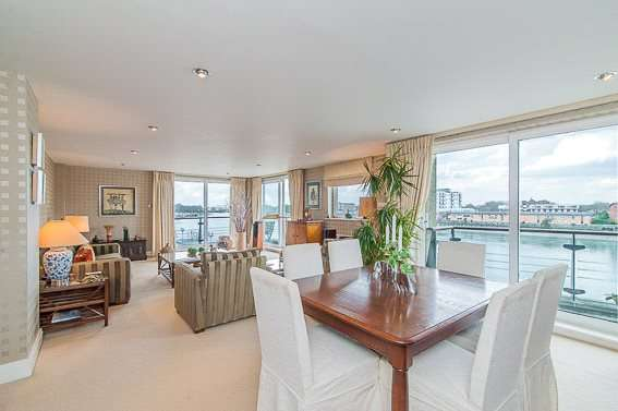 3 Bedrooms Flat for sale in Compass House, Smugglers Way, London, SW18