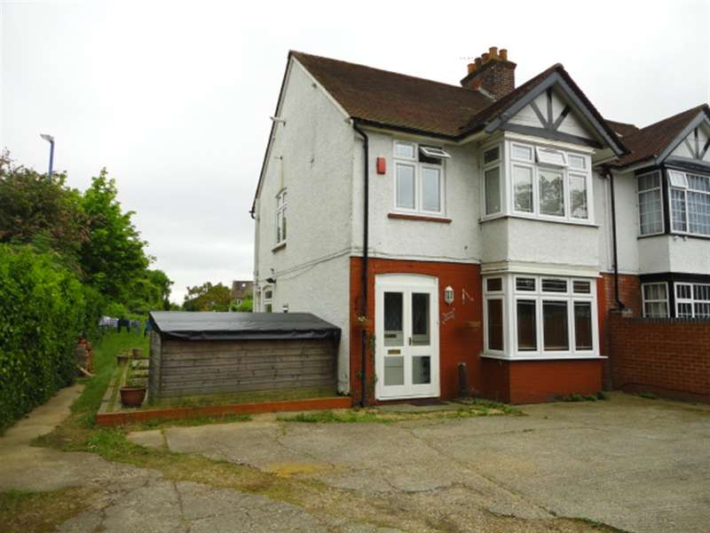 3 Bedrooms Semi Detached House for sale in Langley Road, Langley, Berkshire, SL3 8BS