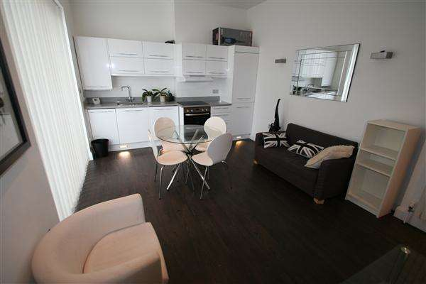 2 Bedrooms Apartment Flat for sale in Sunningfelds Road, Nw4, Hendon