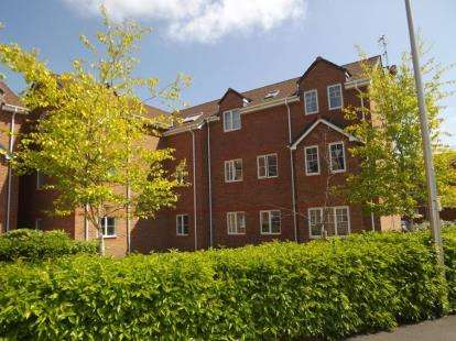 2 Bedrooms Flat for sale in Meadowbank Drive, Little Sutton, Ellesmere Port, Cheshire, CH66