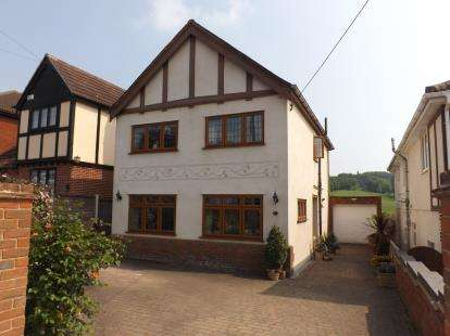 4 Bedrooms House for sale in Benfleet, Essex