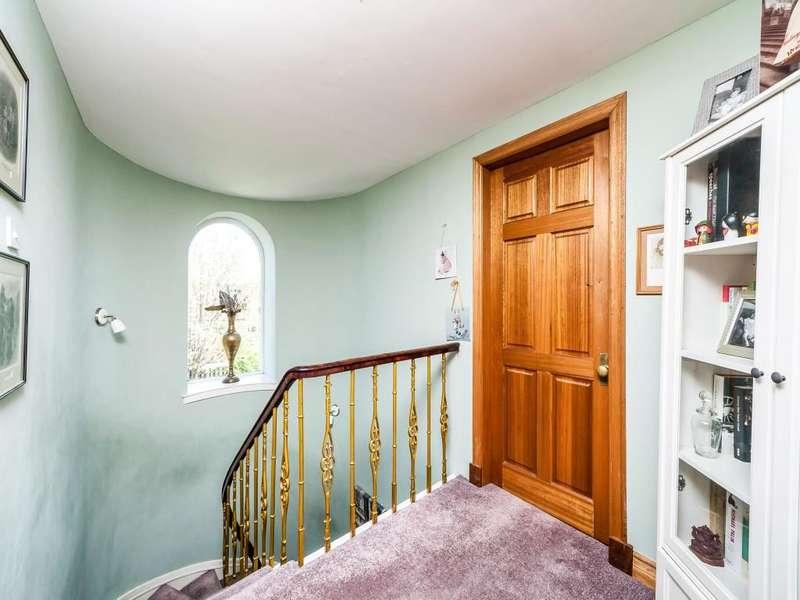 3 Bedrooms Semi Detached House for sale in Grahams Road, Falkirk, FK2