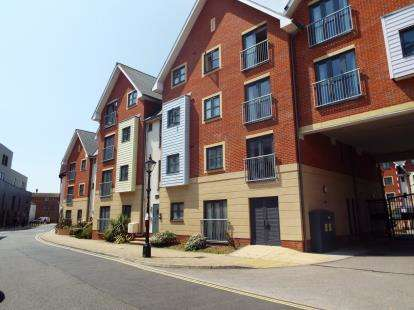 2 Bedrooms Flat for sale in St. James's Street, Portsmouth, Hampshire