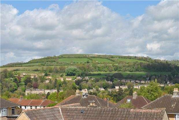 3 Bedrooms Semi Detached House for sale in Holcombe Close, Bathampton, BATH, Somerset, BA2 6UP