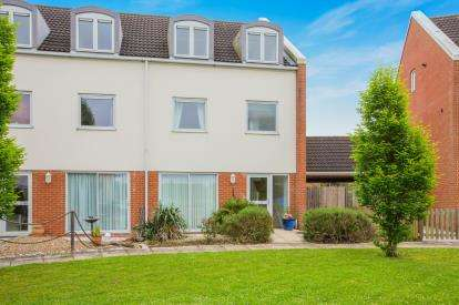 4 Bedrooms End Of Terrace House for sale in Malden Way, Eynesbury, St. Neots, Cambridgeshire