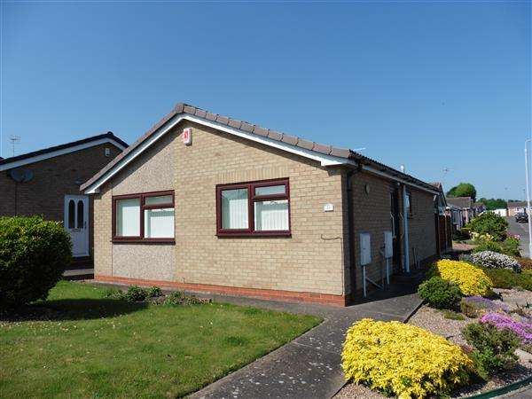 2 Bedrooms Detached Bungalow for sale in Fairdale Drive, Newthorpe, Nottingham