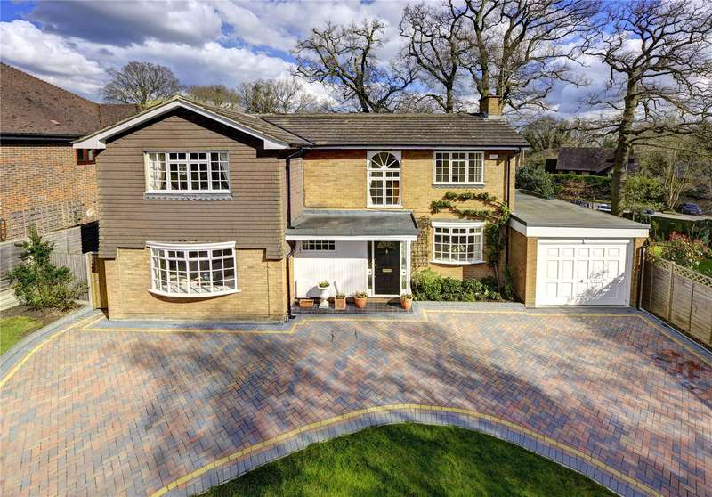 4 Bedrooms Detached House for sale in Little Hill, Heronsgate, Rickmansworth, Hertfordshire, WD3
