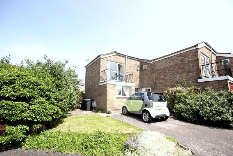 3 Bedrooms Terraced House for sale in Gale Moor Avenue, Gosport, PO12
