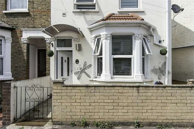 4 Bedrooms Semi Detached House for sale in Pears Road, Hounslow, Greater London