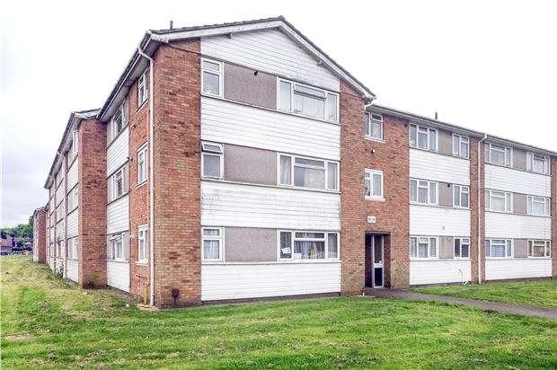 2 Bedrooms Flat for sale in Ellis Road, COULSDON, Surrey, CR5 1DX