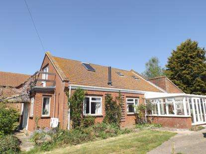 4 Bedrooms Detached House for sale in Erpingham, Norwich, Norfolk