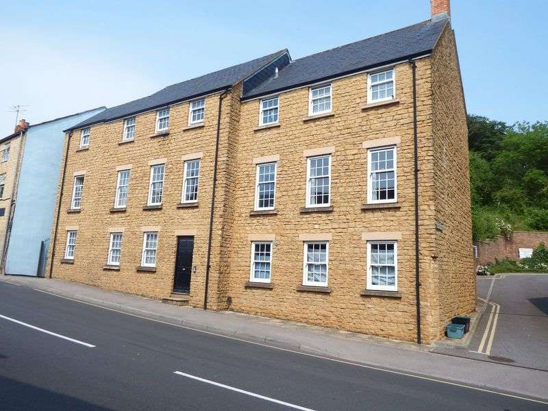 2 Bedrooms Flat for sale in North Street, Crewkerne