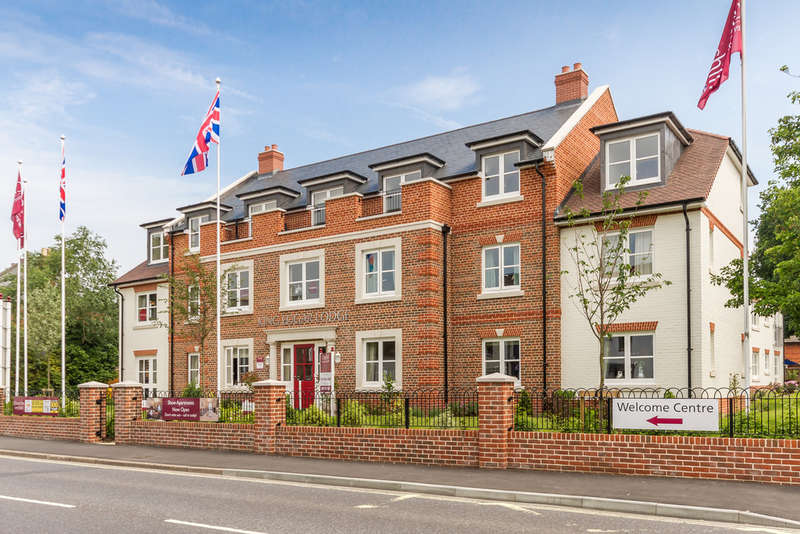 2 Bedrooms Flat for sale in King Edgar Lodge, Ringwood, Hampshire