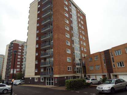 3 Bedrooms Flat for sale in Lakeside Rise, Manchester, Greater Manchester