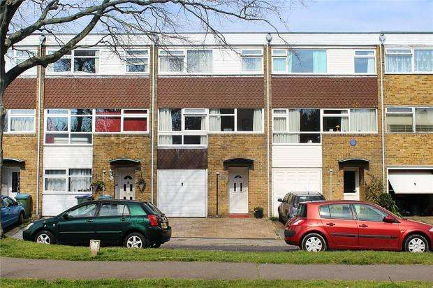 4 Bedrooms Terraced House for sale in St Winefrides Road, Littlehampton, West Sussex, BN17