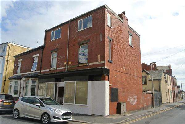 2 Bedrooms Flat for sale in Crystal Road, Blackpool