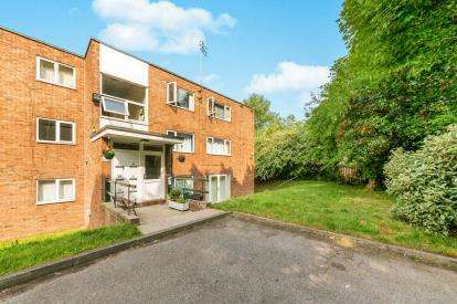 2 Bedrooms Flat for sale in Heath View, Kellbrook Crescent, Salford, Greater Manchester