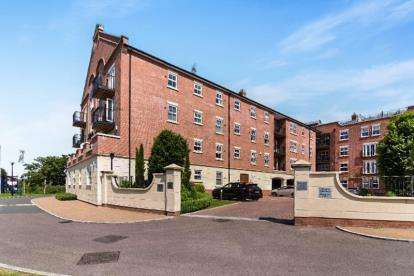 2 Bedrooms Flat for sale in Harry Davis Court, Armstrong Drive, Worcester, Worcestershire