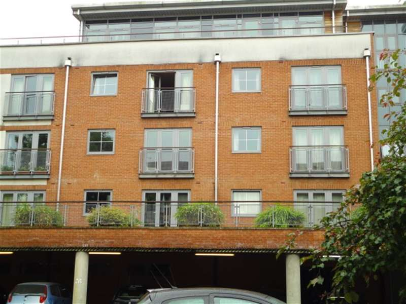 1 Bedroom Flat for sale in Windmill Road, Slough, Berkshire, SL1 3SX