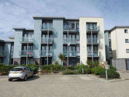 1 Bedroom Flat for sale in Pentire Crescent, Newquay, Cornwall