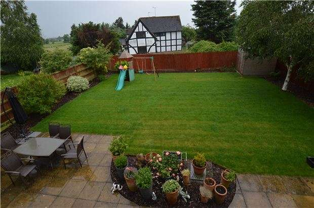 4 Bedrooms Detached House for sale in Archers Lane, Stoke Orchard, Cheltenham, GL52 7SH