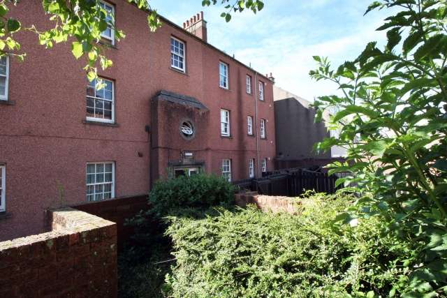 2 Bedrooms Flat for sale in High Street, Leslie, Fife, KY6 3DA