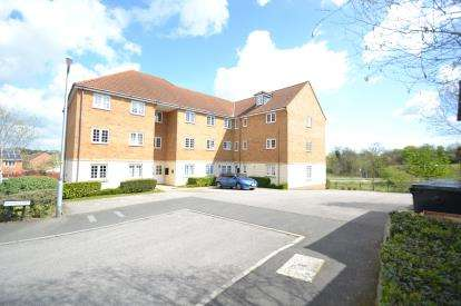 2 Bedrooms Flat for sale in Redgrave Court, Wellingborough, Northamptonshire