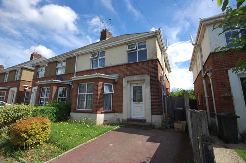 3 Bedrooms Semi Detached House for sale in Kingston Crescent, Chelmsford, CM2