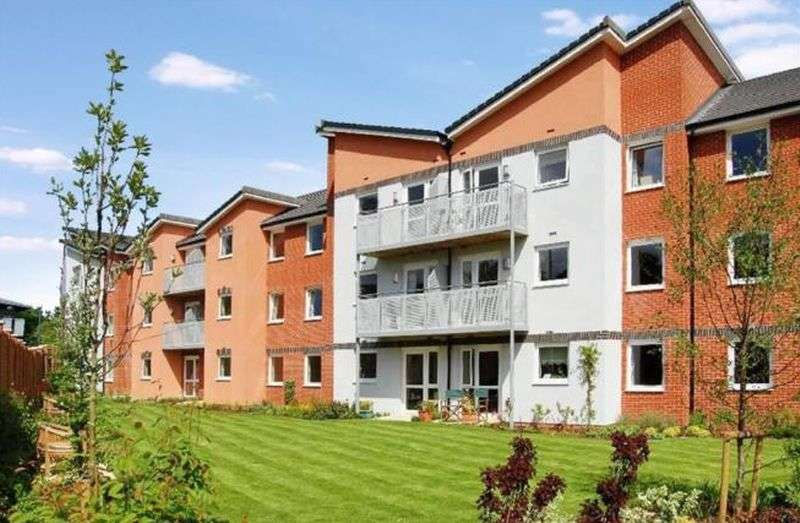 1 Bedroom Flat for sale in Benedict Court,Western Avenue, Newbury: NO CHAIN one bed second floor retirement apartment