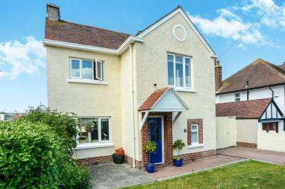 3 Bedrooms Detached House for sale in Vicarage Avenue, Llandudno, Conwy, LL30