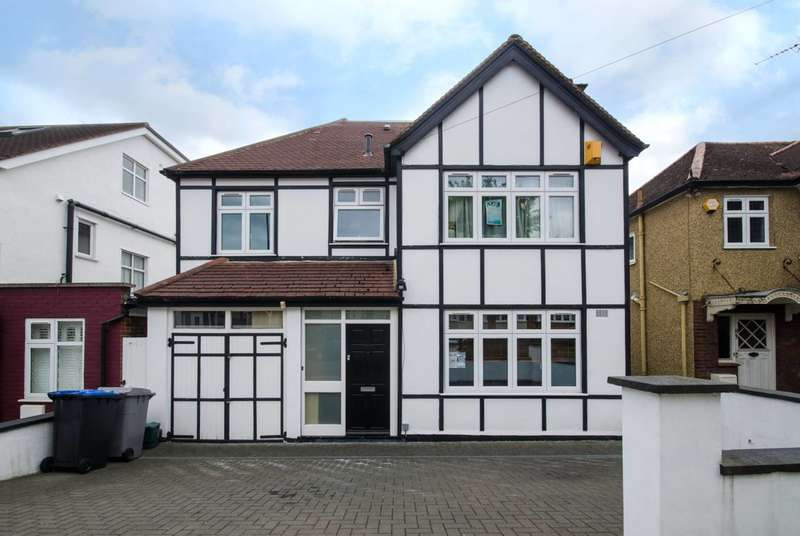 5 Bedrooms House for sale in Thirlmere Gardens, Preston, HA9
