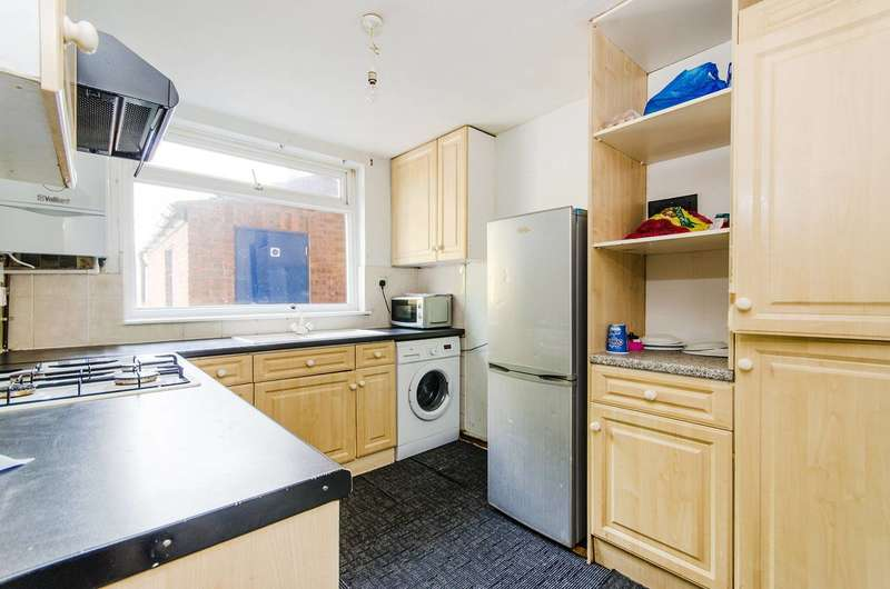 3 Bedrooms Maisonette Flat for sale in Priors Field, Northolt, UB5
