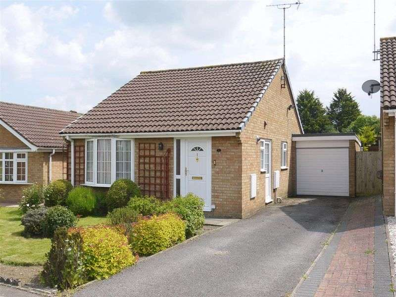 2 Bedrooms Detached Bungalow for sale in Ravenglass Road, Swindon