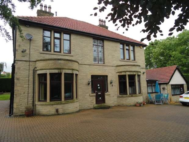 5 Bedrooms Detached House for sale in Smith Lane, Heaton, Bradford