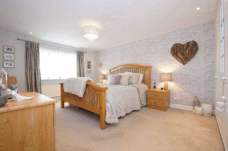 5 Bedrooms Detached House for sale in Blockley Close, Webheath, Redditch, Worcestershire