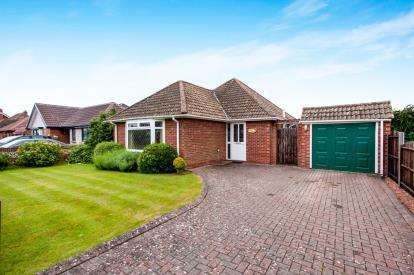 2 Bedrooms Bungalow for sale in Hill Head, Hampshire, Gulls Roost
