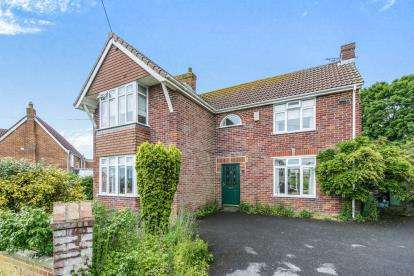 3 Bedrooms Detached House for sale in Yeovil, Somerset