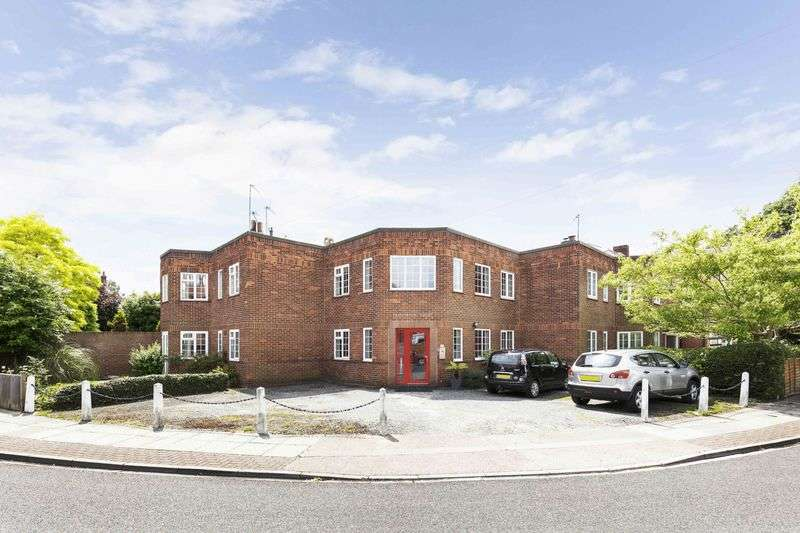 3 Bedrooms Flat for sale in Craneswater Park, Southsea