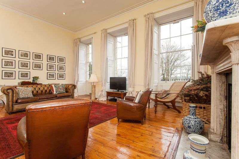 3 Bedrooms Flat for sale in Clifton
