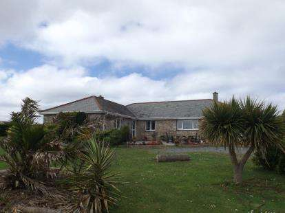 3 Bedrooms Bungalow for sale in St. Keverne, Helston, Cornwall