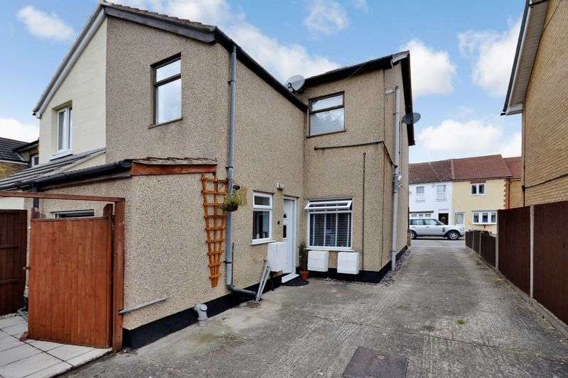 1 Bedroom Flat for sale in Salisbury Avenue, Stanford-Le-Hope